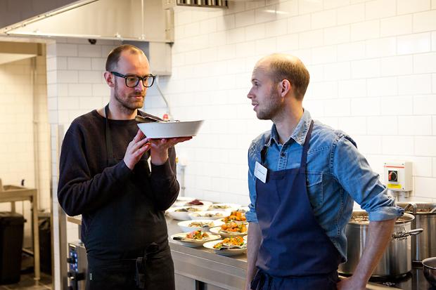 kockarna förbereder. foto: Torbjörn Lagerwall